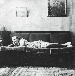 Mãe (Lucilia) no sofa
